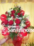 Rose rosse e anthurium rossi